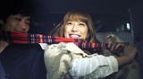 the GazettEの新曲「PLEDGE」のCMで、彼氏にイチャつく恋人を熱演したタレント・里田まい