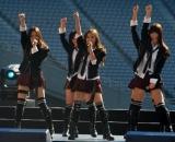 新曲発売記念握手会イベントでソロデビューを発表したAKB48の板野友美(中央) (C)ORICON DD inc.