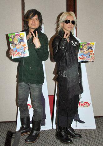 テレビアニメ『バクマン。』に本人役で声優初挑戦したVAMPS・HYDE(右)と、森久保祥太郎 (C)ORICON DD inc.