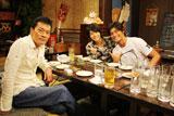 人気ドラマ『医龍』シリーズに出演する俳優3人。坂口憲二(右端)は、彼女の存在を認めつつ遠藤の結婚生活や馴れ初めに興味津々だった