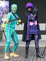 米映画『キック・アス』のコスプレ姿で登場した加藤夏希(右)となだぎ武 (C)ORICON DD inc.