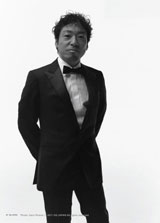『GQ Men of the Year 2010』を受賞した俳優の香川照之