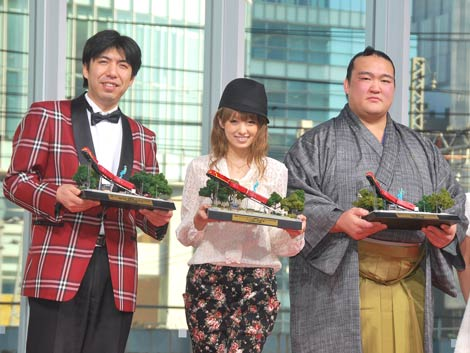 映画『アンストッパブル』の試写会イベントに出席した(左から)Wコロン・ねづっち、南明奈、稀勢の里関 (C)ORICON DD inc.