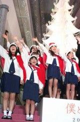 映画『僕と妻の1778の物語』のクリスマスイベントで、杉並児童合唱団の少女たち30人が歌声を披露した (C)ORICON DD inc.