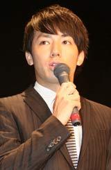 映画『漫才ギャング』の完成報告会見に出席したピース・綾部祐二