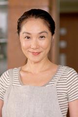 嵐の二宮和也が演じた主人公の母親役・浅野温子 (C)フジテレビジョン