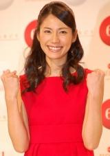 『第61回NHK紅白歌合戦』で、白組司会の嵐とともに紅組司会を務める松下奈緒 (C)ORICON DD inc.