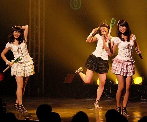 ご当地アイドルNo.1を決定するイベント『U.M.U AWARD 2010』で優勝した、新潟県代表の3人組アイドルNegicco (C)ORICON DD inc.