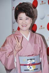 話題の「てっぱん踊り」とコラボを発表した歌手・川中美幸 (C)ORICON DD.inc