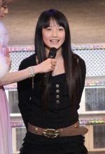 モーニング娘。9期メンバー、鞘師(さやし)里保さん。広島県出身の小学6年生。「人形のようなかわいらしさなのに、力強い裏の素顔を持つ」と、つんく♂が魅力を語る。(つんく♂公式ブログより、以下同)