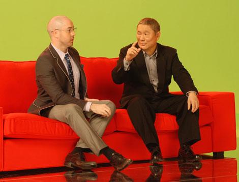 ECC新CMの撮影でフランス語の講師と話す北野武