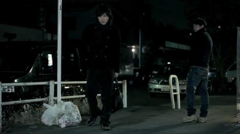 ライセンス・藤原一裕(左)がYU-Aの新曲でミュージックビデオデビュー! 相方の井本貴史も特別出演