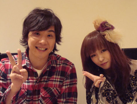 YU-A(右)の新曲でミュージックビデオデビューするライセンスの藤原一裕