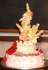 NHK朝の連続テレビ小説『おひさま』の会見で24歳の誕生日を迎える井上真央のために作られたケーキ