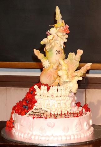 NHK朝の連続テレビ小説『おひさま』の会見で24歳の誕生日を迎える井上真央のために作られたケーキ (C)ORICON DD inc.