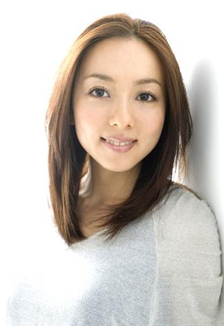 サムネイル 5歳年上の一般人男性と来月中旬に入籍する女優・一戸奈美