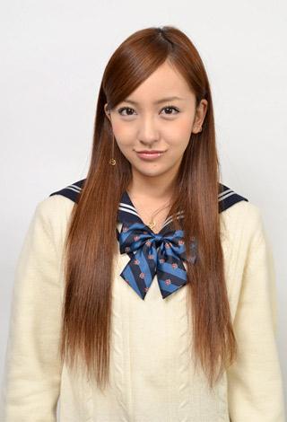 スペシャルドラマ『桜からの手紙〜AKB48 それぞれの卒業物語〜』で派手さで目立っている四人組の一人を演じる板野友美