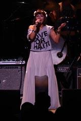 ハイチ大地震支援チャリティ企画『LOVE FOR HAITI』のライブに出演したMINMI