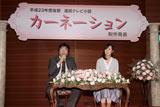 (左から)城谷厚司チーフ・プロデューサー、脚本家の渡辺あや氏が出席した会見の模様