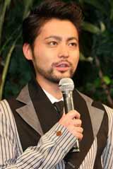 映画『太平洋の奇跡 フォックスと呼ばれた男』の舞台あいさつに出席した山田孝之