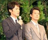 映画『太平洋の奇跡 フォックスと呼ばれた男』の舞台あいさつで感極まる竹野内豊(左)と唐沢寿明