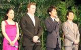 映画『太平洋の奇跡 フォックスと呼ばれた男』の舞台あいさつに出席した(左から)井上真央、ショーン・マクゴーウァン、竹野内豊、唐沢寿明