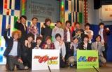 『よしもと×Yahoo!JAPAN生配信パワーアップ宣言』の概要発表記者会見に出席した(前列左から)カナリア、チーモンチョーチュウ、アームストロング、LLR、(後列左から)ペナルティ、ライセンス、麒麟、しずる