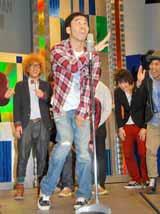 『よしもと×Yahoo!JAPAN生配信パワーアップ宣言』の概要発表記者会見で、渾身のギャグ披露もすべり気味のワッキー
