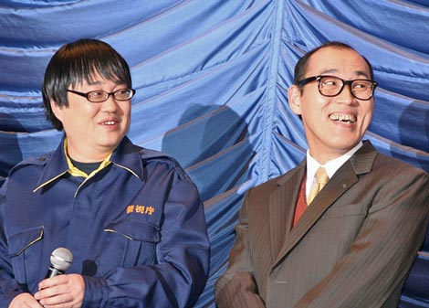 映画『相棒−劇場版II−』の大ヒット御礼舞台あいさつを行った(左から)六角精児、山西惇 (C)ORICON DD inc.