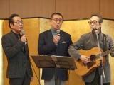 石坂(中央)は2曲を熱唱