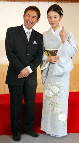 サムネイル 婚約会見を開いた林家三平と国分佐智子 (C)ORICON DD inc.