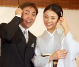 婚約会見を行い幸せいっぱいの林家三平と国分佐智子 (C)ORICON DD inc.
