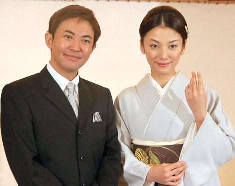 婚約会見を行った林家三平と国分佐智子 (C)ORICON DD inc.