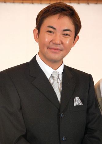 国分佐智子との婚約発表会見を行った林家三平 (C)ORICON DD inc.