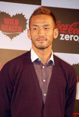 『コカ・コーラ ゼロ』新CM発表イベントに出席し、サッカー・日本代表を祝福した中田英寿 (C)ORICON DD inc.