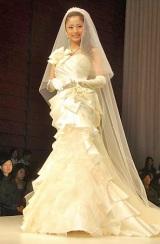 上戸彩プロデュースのウエディングドレス『U AYA UETO DRESSES』第5弾コレクション発表会を行った上戸彩 (C)ORICON DD inc.