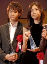 『2011年 エランドール賞』新人賞を受賞した(左から)向井理、松下奈緒 (C)ORICON DD inc.