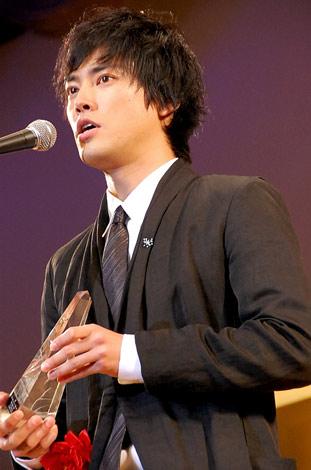 『2011年 エランドール賞』新人賞を受賞した桐谷健太 (C)ORICON DD inc.