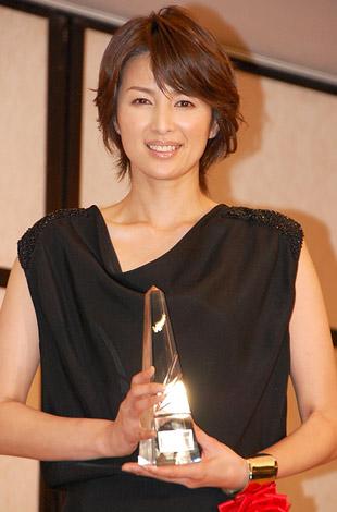 『2011年 エランドール賞』新人賞を受賞した吉瀬美智子 (C)ORICON DD inc.
