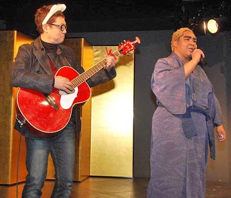 WAHAHA本舗全体公演『ワハハの力』のプレイベントで初舞台に立ったアジャコング、西郷隆盛になりきり熱唱した (C)ORICON DD inc.