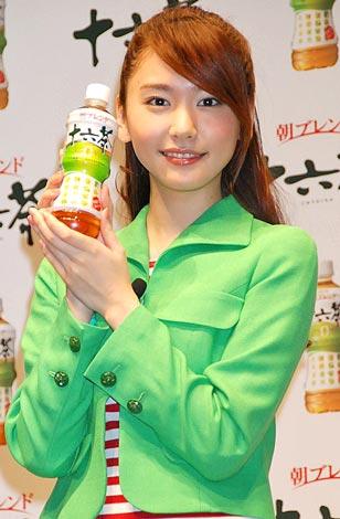 サムネイル 『アサヒ 十六茶』新CM発表会に出席した新垣結衣 (C)ORICON DD inc.