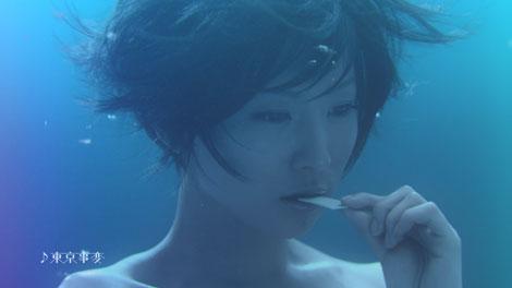 まるで水中にいるかのような映像が見どころ!/椎名林檎が出演する『ウォータリングキスミント』(江崎グリコ)新CM