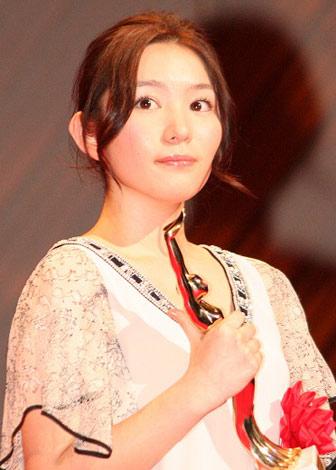 『第65回(2010年)毎日映画コンクール』の表彰式に出席したスポニチグランプリ新人賞の徳永えり (C)ORICON DD inc.