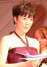 『第65回(2010年)毎日映画コンクール』の表彰式に出席した女優主演賞の寺島しのぶ