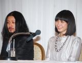 オダギリジョー&香椎由宇夫妻(※写真は2007年の結婚会見当時) (C)ORICON DD inc.