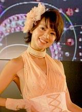 4年ぶりのショートヘアを披露した鈴木亜美