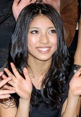 デビューシングル「Kiss Me」発売記念イベントを行ったHappinessのSAYAKA