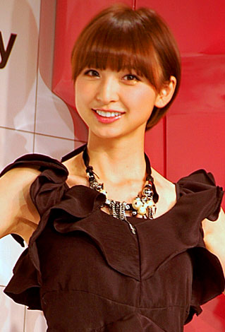 サムネイル 『rexy』新ブランド&新CM発表会に出席したAKB48篠田麻里子、先日の体調不良から回復し元気そうな姿を見せた (C)ORICON DD inc.