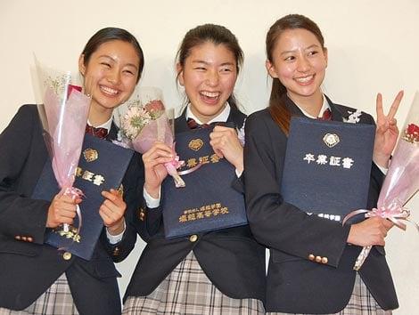 堀越高等学校を卒業した(左から)忽那汐里、成海璃子、河北麻友子 (C)ORICON DD inc.