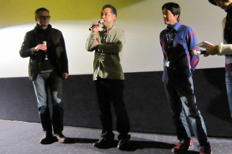 ベルリン国際映画祭に参加した瀬々敬久監督(左から2番目)と撮影の鍋島淳裕さん